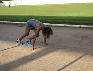 Ketyla treina no Aluizão para tentar melhorar o tempo (Foto: Jheniffer Núbia)