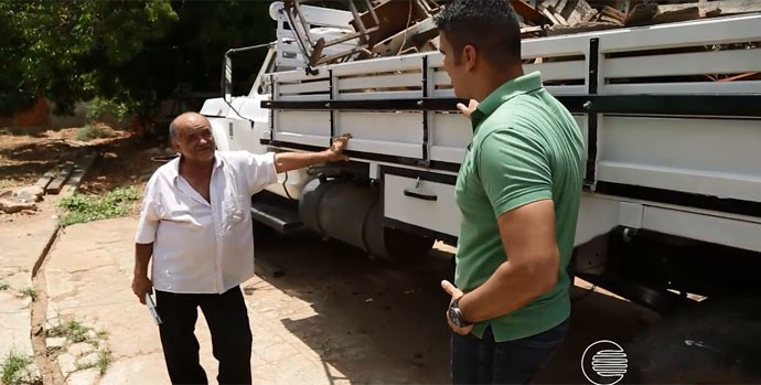 O marceneiro construiu a carroceria de um caminhão (Foto: Reprodução/TV Clube)
