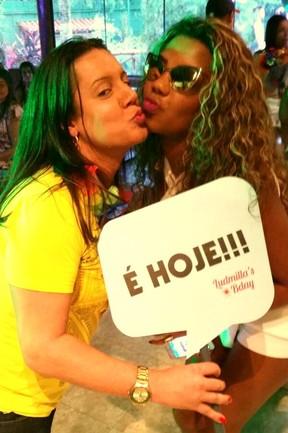 Sharlene Rosa e MC Ludmilla (Foto: Léo Martinez/EGO)