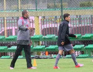 Alecsandro e Eder Luis treino Vasco (Foto: André Casado / Globoesporte.com)