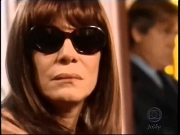 Nazaré Tedesco e as sapatonas (Foto: TV Globo)