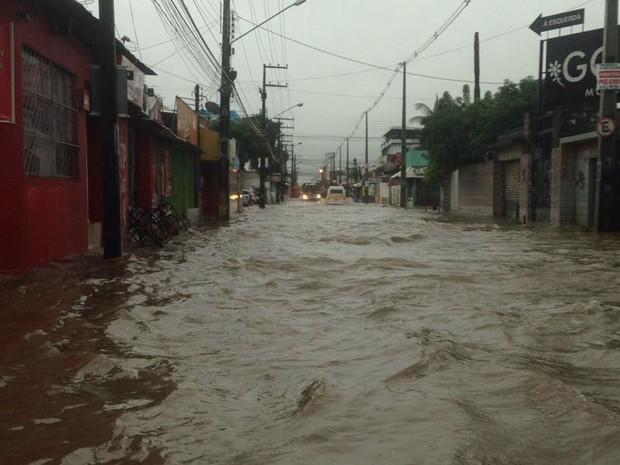Av. São Sebastião, no bairro de Jardim Piedade, em Jaboatão dos Guararapes  (Foto: Reprodução / Whatsapp)