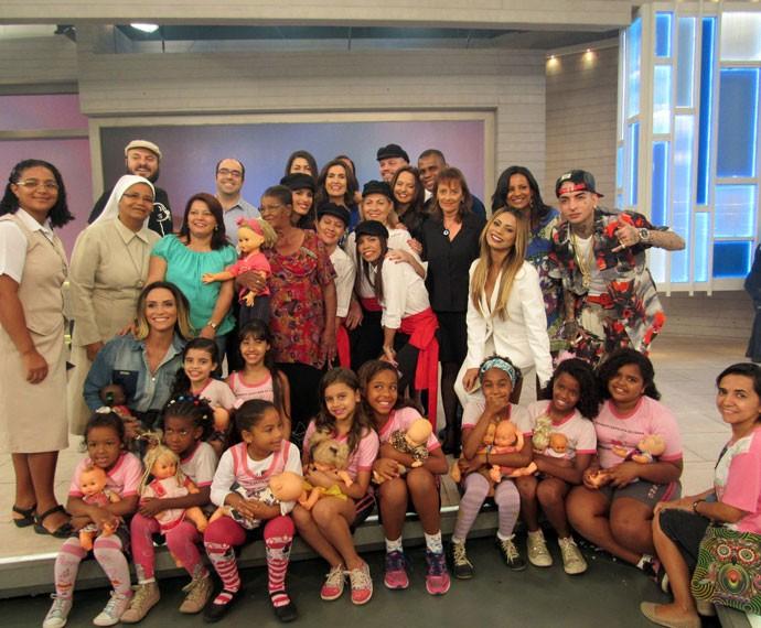 Fátima com todos os convidados do programa (Foto: Viviane Figueiredo Neto/Gshow)