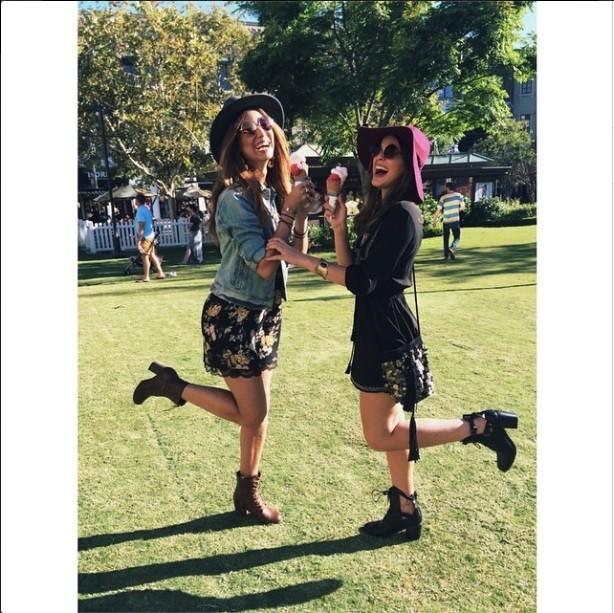 Stéphannie Oliveira e Bruna Marquezine (Foto: Reprodução/Instagram)