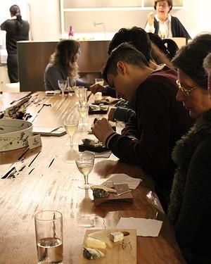 Tábuas com queijos do Capril do Bosque, preparadas por Heloisa para os participantes do encontro (Foto: Patricia Oyama/ Editora Globo)