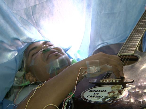 Reginaldo cantou música de Roberto Carlos e composição própria em Barretos (Foto: Reprodução / EPTV)