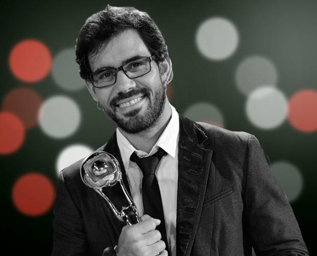 Juliano Cazarré levou o prêmio de Ator Coadjuvante (Foto: Domingão do Faustão/ TV Globo)