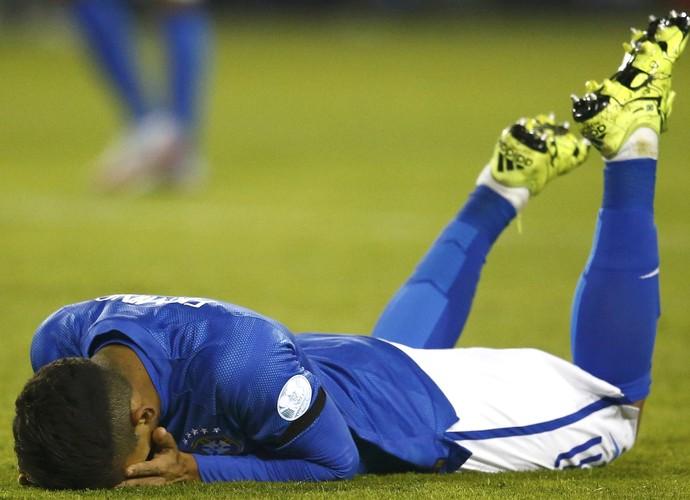 Firmino lamenta gol perdido Brasil Colombia (Foto: Reuters)