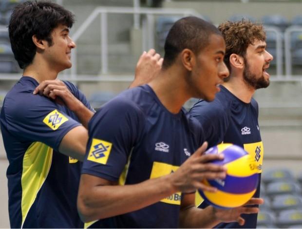 Ricardo Lucarelli ao lado de Leandro Vissotto e Lucão, vôlei (Foto: Alexandre Arruda/CBV)