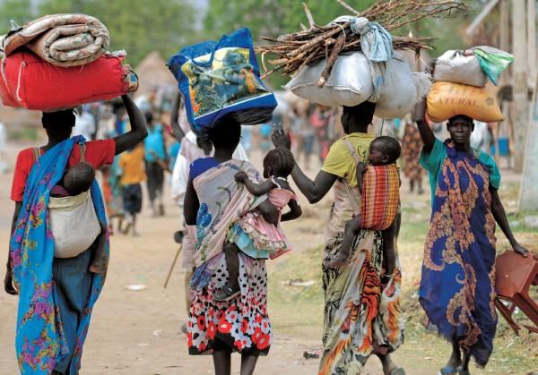 Ugandenses em um campo de refugiados (Foto: .)