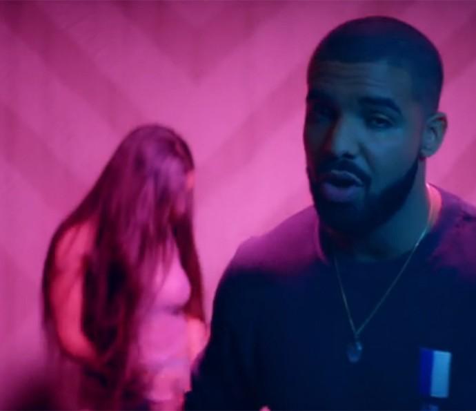 Drake divide a cena com Riri (Foto: Reprodução)