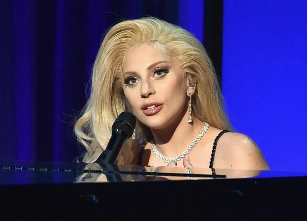 A cantora Lady Gaga durante sua apresentação no prêmio do Sindicato dos Diretores (Foto: Getty Images)