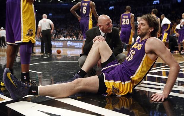 Pau Gasol lakers contusão contra o Brooklyn Nets (Foto: Agência Reuters)
