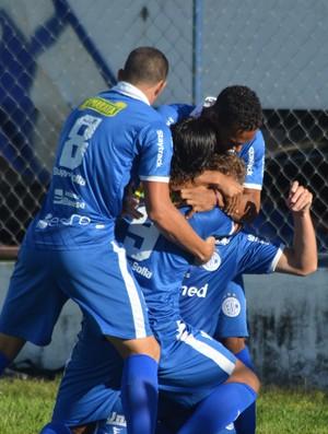Confiança comemora mais um gol  (Foto: Felipe Martins)