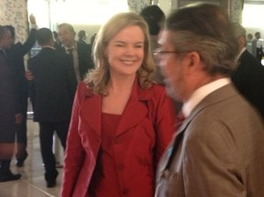 Gleisi Hoffmann chega para a cerim�nia de posse de Dilma (Foto: Renan Ramalho / G1)