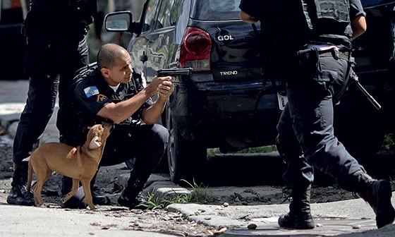CIDADE DE DEUS Morte de traficante provocou protestos e conflitos com a polícia em bairro símbolo da violência carioca (Foto: Ricardo Moraes)