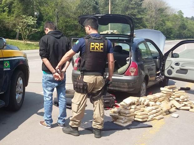 Paraguaio de 24 anos foi preso com drogas em Santa Maria, no RS (Foto: Divulgação/PRF)