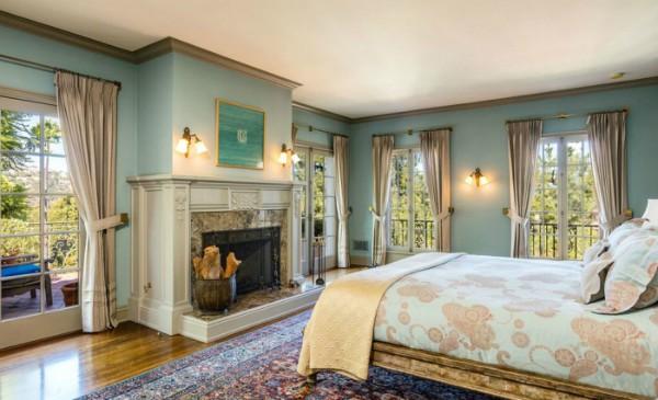 Um dos quartos da nova casa de Jolie (Foto: Reprodução/ Hilton & Hyland)