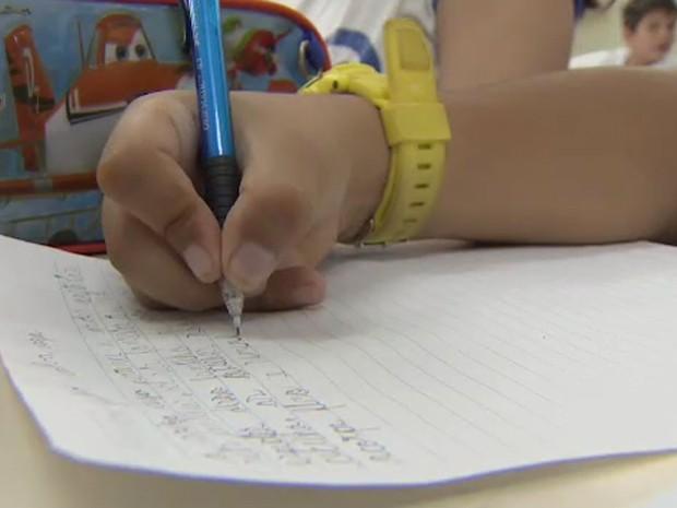 Projeto reúne dicas para auxiliar pais na organização dos estudos dos filhos (Foto: Reprodução/ TV Vanguarda)