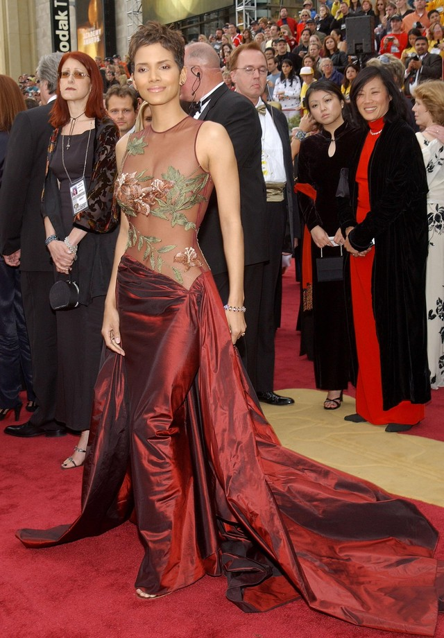 Halle Berry - Elie Saab - 2002 (Foto: Getty Images)