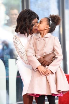 Viola Davis e a a filha, Genesis, em Los Angeles, nos Estados Unidos (Foto: Matt Winkelmeyer/ Getty Images/ AFP)