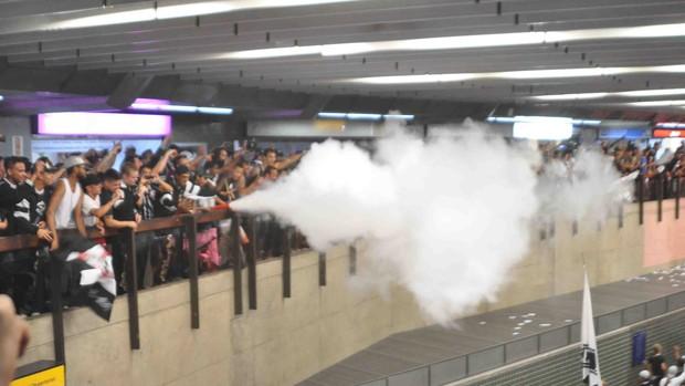 confusão corinthians aeroporto (Foto: Michelle Sprea/Sigma Press/Agência Estado  )