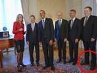 Premiê da Islândia usa pés de sapatos trocados ao lado de Obama