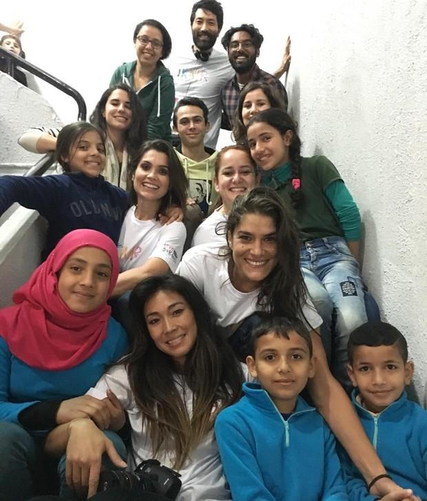 Flavia Alessandra, Priscila Fantin,, Daniele Suzuki com crianças refugiadas da Síria (Foto: Instagram / Reprodução)