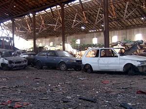 Carros abandonados em Campinas agora são retirados das ruas (Foto: Reprodução EPTV)