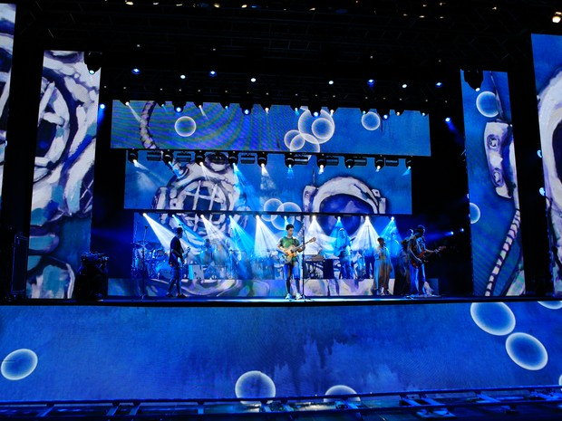Banda Natiruts no palco; grupo faz show de lançamento de DVD neste sábado (6) no Parque da Cidade de Brasília (Foto: Ivan 13P/Divulgação)