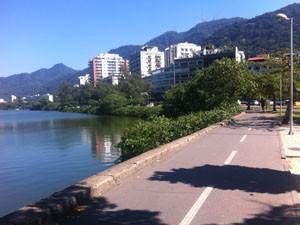 Ciclovia da Lagoa Rodrigo de Freitas tem sinalização. (Foto: Mariucha Machado/G1)