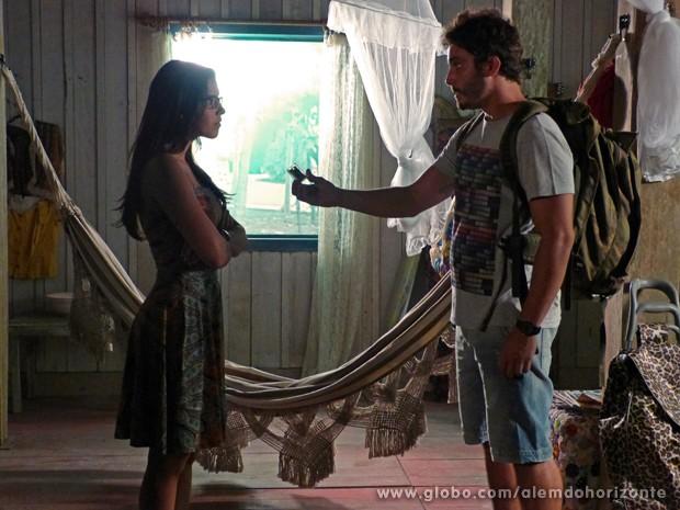William pede para Celina guardar GPS e conta a verdade sobre o Grupo (Foto: Além do Horizonte/TV Globo)