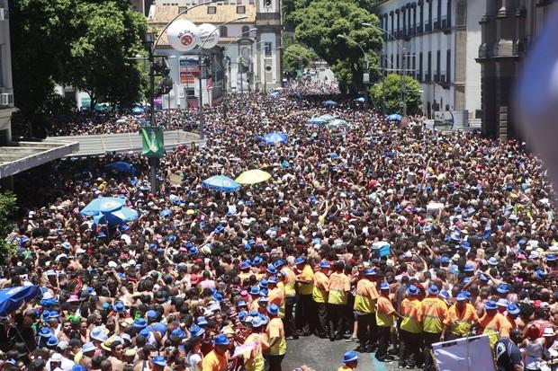 Foliões reunidos para o Bloco da Preta (Foto: Isac Luz / EGO)