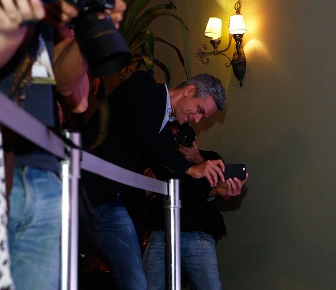 Otaviano registra foto de Flávia Alessandra (Foto: Inácio Moraes/Gshow)
