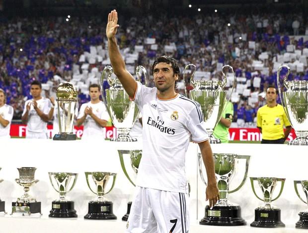 Raul amistoso despedida Real Madrid (Foto: Agência EFE)