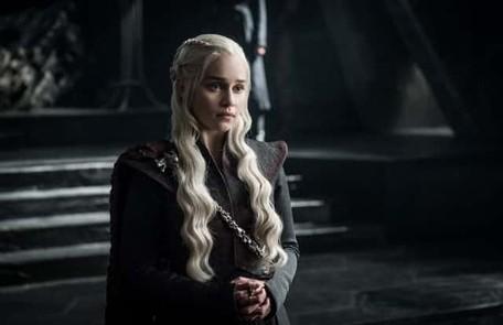 Há quem diga que Daenerys pode terminar louca, como o pai, o Rei Louco, ou até morrer. Nesse último caso, o trono ficaria com Jon HBO