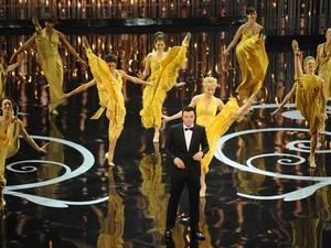 O apresentador da noite Seth MacFarlene se apresenta no palco do Oscar 2013 (Foto: Robyn Beck/ AFP)