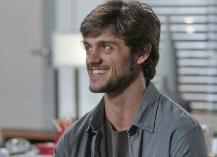 Ele merece! Jonatas fica feliz ao saber que pode crescer dentro da Bastille (Foto: TV Globo)