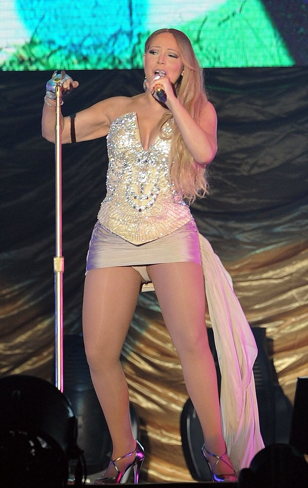 Mariah Carey mostra demais em show na China neste domingo (12.10) (Foto: REX/Imaginechina)