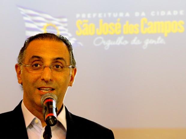 Eduardo Cury faz anúncios de obras viárias pouco antes do término de seu governo (Foto: Carlos Santos/G1)
