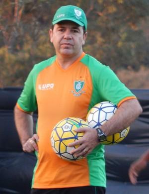 Enderson Moreira em treino do América-MG (Foto: Carlos Cruz)