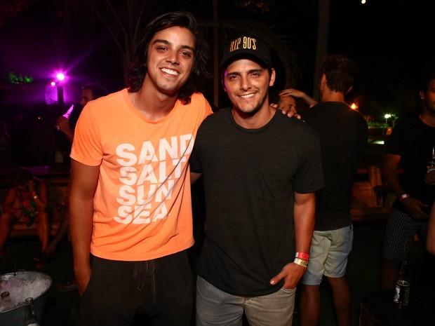 Rodrigo Simas e Bruno Gissoni em festa na Zona Sul do Rio (Foto: Raphael Mesquita/ Divulgação)