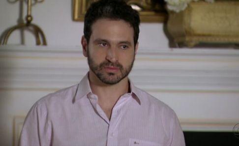 """Caco Ciocler em cena de """"Salve Jorge"""" como Celso (Foto: Reprodução)"""