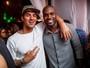 Surfista Gabriel Medina curte festa com Rafael Zulu no Rio