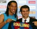 Chegada de Ronaldinho ao Barcelona completa 13 anos; relembre os lances