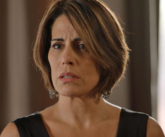 Beatriz compra antigo apartamento da rival sem saber de nada (Foto: TV Globo)