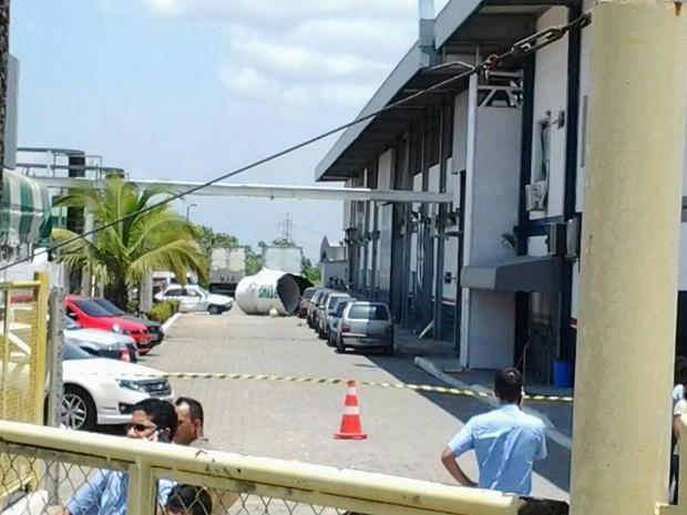 Tamque do caminhão ficou destruído (Foto: Willian Bastos/Samu)