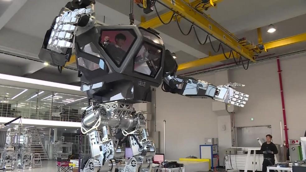 Robô gigante estilo 'Avatar' dá primeiros passos na Coreia do Sul. (Foto: Reprodução/BBC)