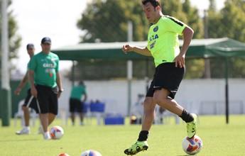 Fora contra o Grêmio, Kleber volta aos treinos e deve encarar o Londrina