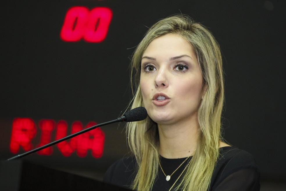 Janaína Riva disse ter ficado estarrecida com a divulgação da imagem dela (Foto: Marcos Lopes / ALMT)